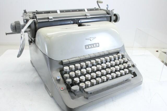 Vintage Typewriter In Working Condition KAY OR-7-13444-BV