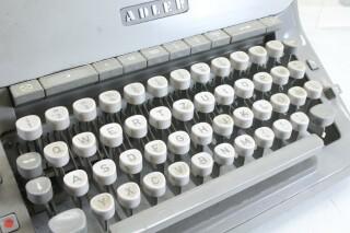 Vintage Typewriter In Working Condition KAY OR-7-13444-BV 2