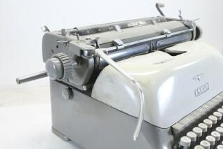 Vintage Typewriter In Working Condition KAY OR-7-13444-BV 4