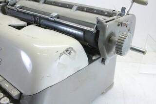 Vintage Typewriter In Working Condition KAY OR-7-13444-BV 5