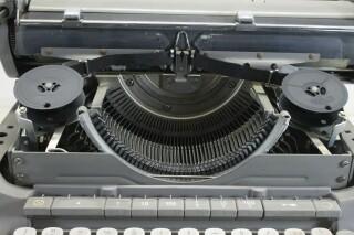 Vintage Typewriter In Working Condition KAY OR-7-13444-BV 6