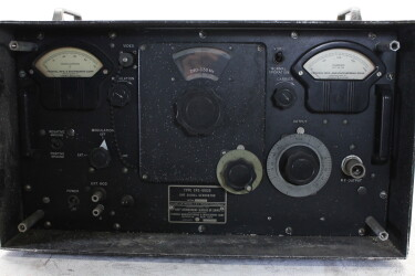 WWII UHF Signal Generator Type CFD-60125 Federal Manufacturing and Engineering Corporation Brooklyn New York HEN-ZV15-5988 NEW