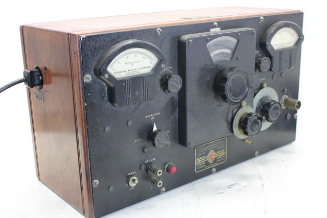 U-H-F- Signal Generator Type: 604-8 HEN-ORV-1-5295 NEW