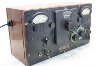 U-H-F- Signal Generator Type: 604-8 HEN-ORV-1-5295 NEW 1