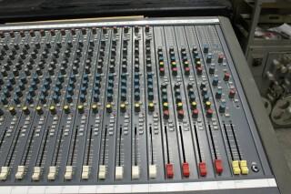Delta 200 32/4/2 channel console VL-7655-x 4