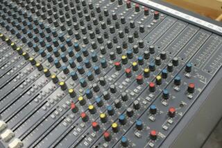 Delta 200 32/4/2 channel console VL-7655-x 5