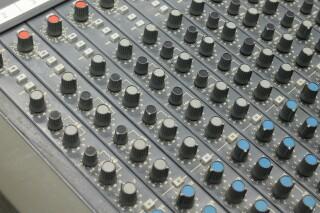 Delta 200 32/4/2 channel console VL-7655-x 6