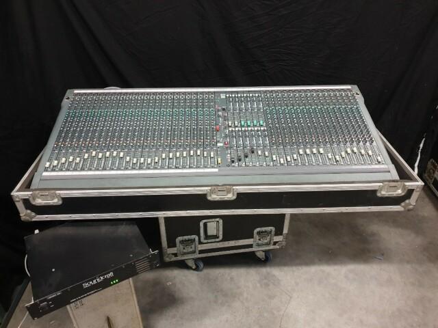 SM12 40 Channel Console In Flightcase VL-11890-BV
