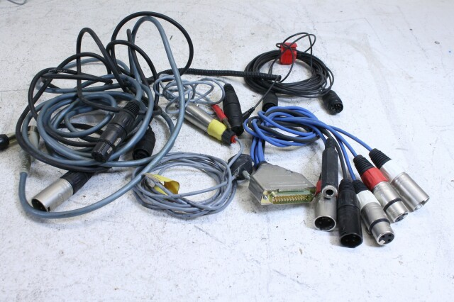 Lot with cables with different connectors and plugs (No.1) FS47-7220-x