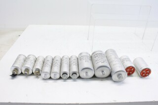 Lot with capacitors with different values (see pictures for details) (No.2) FFFF-9475-x