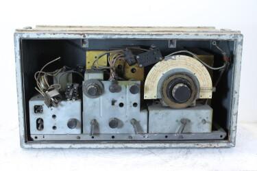 U.K. Military WWII Reception Set R107 Z.A. 3050 (No. 2) HEN-ZV-19-6262 NEW