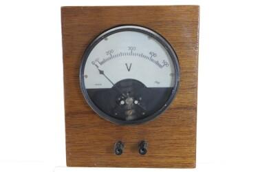 Vintage Voltmeter HEN-R-6083 NEW